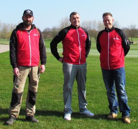 Tre travle folk på Royal Oaks smukke bane - fra venstre greenkeeper Mitch Davis, restauratør Thomas Marxen og golfmanager Martin Heiden Nielsen.