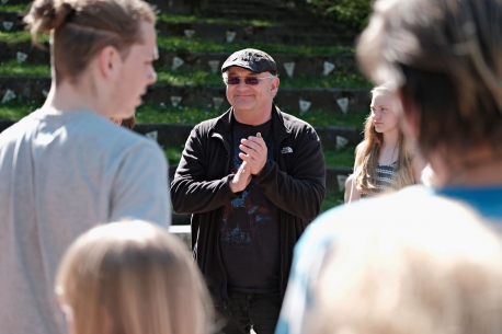 Thomas Howalt glæder sig til at tage imod nye og gamle vikinger på friluftsscenen i Jels. Foto: Jels Vikingespil.