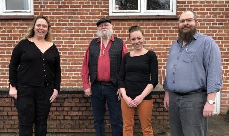 Fra venstre er det Instruktør Louise Schouw, Carsten Weitling, Tina Planitzer samt Janus Lynggaard. Foto: Jels Vikingespil.