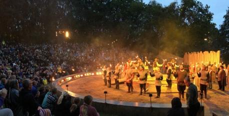 Kunne du også tænke dig at modtage publikums hyldest aften efter aften, så meld dig til audition ved Jels Vikingespil. Foto: Jels Vikingespil.
