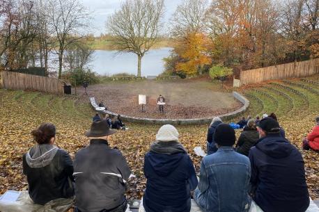 Generalforsamlingen blev afholdt i coronavenlige omgivelser. Foto: Jels Vikingespil.